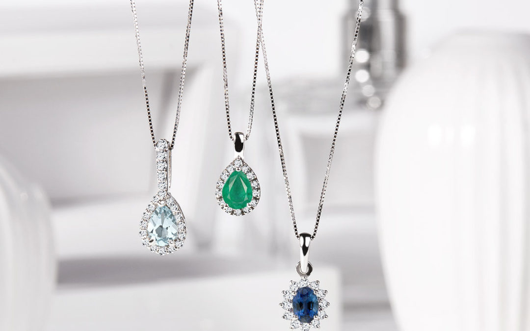 Dechberoucí šperk kšatům? Vsaďte na náhrdelníky